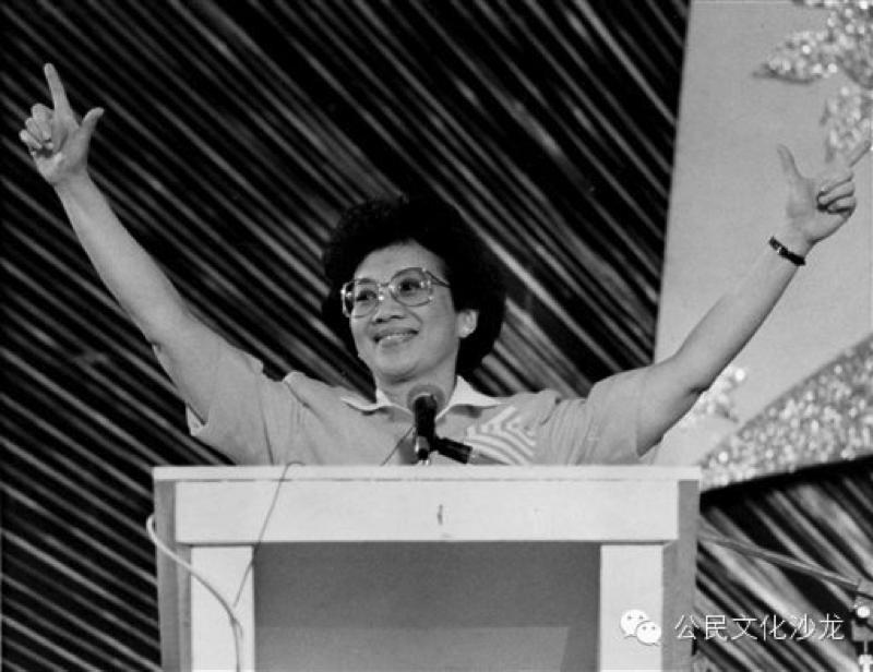 阿基诺夫人当选总统
