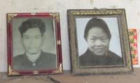 16后阳村因卖血感染艾滋病毒双双病亡的张大民夫妇遗像