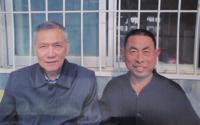 9文楼村艾滋病患者程广华当年与桂希恩合影照