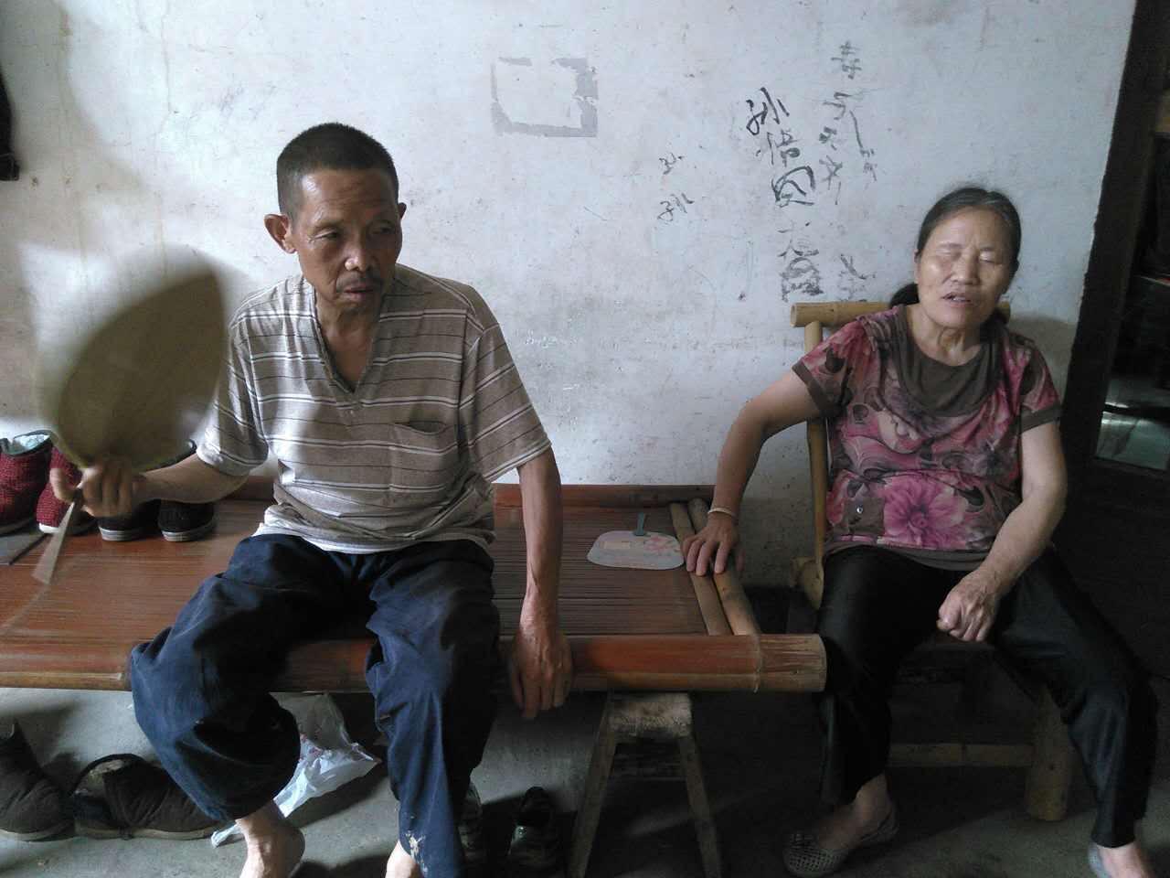刘嘉青父母
