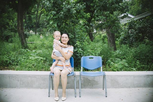 勾洪国太太樊丽丽及其儿子